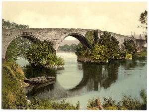 Old_bridge,_Stirling,_Scotland-LCCN2002695059